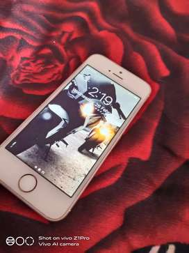 I phone SE 32gb in awesome condition rose gold