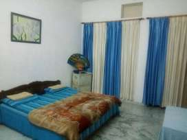 prime location at mangla pg room available for boys
