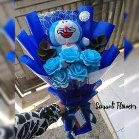 Buket boneka Doraemon / buket bunga boneka wisuda