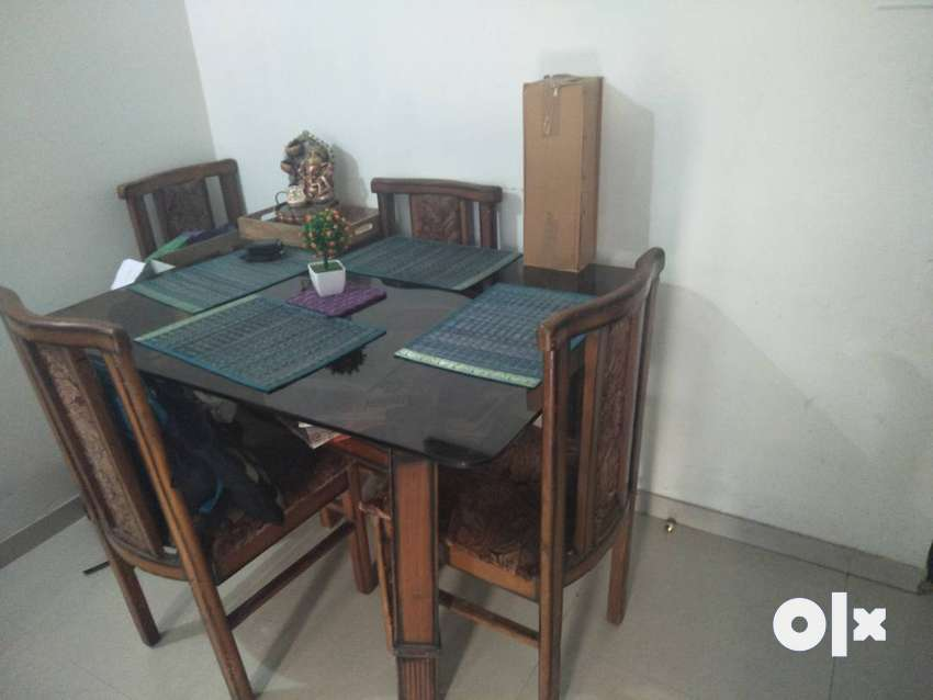 Dinning table 4 seater 0