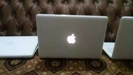 Apple macbook ddr2 available with 4gb ram and 500gb hard cash on deliv