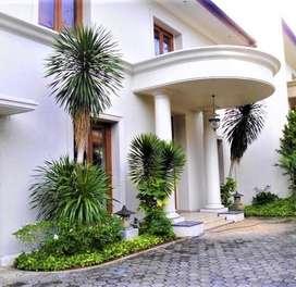 Disewakan rumah mewah di Cipete dengan 6 kamar tidur