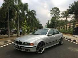 BMW E39 528i tahun 1997 silver
