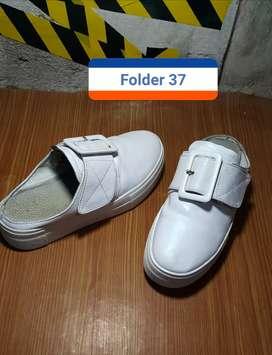 Sepatu bekas kondisi seperti baru