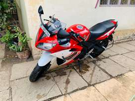 R15 S excellent condition just 5000 km run