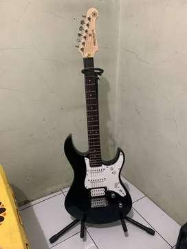 Gitar Elektrik/Electric Guitar Yamaha Pacifica 112V Hitam ORI