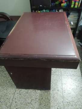 Executive office table with side table