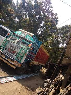 10 wheeler truck good condition