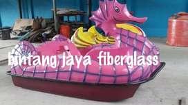 sepeda air kuda laut pink atau sepeda air bebek gowes