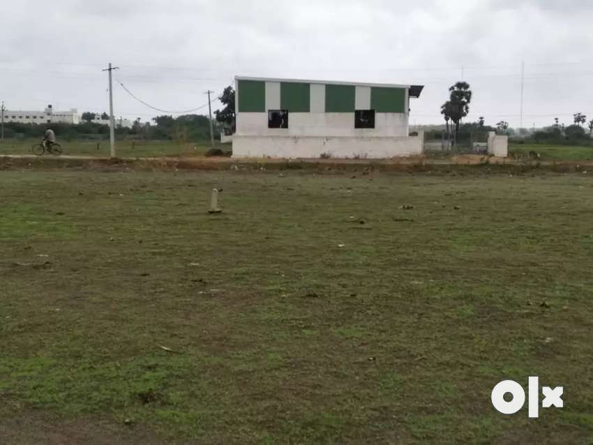 200 sq.yards land at pedakakani near to highway 0