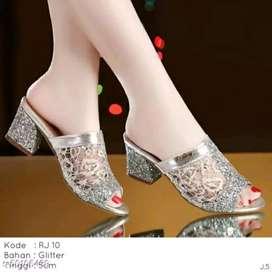 Sepatu wanita masa kini bergaya anggun