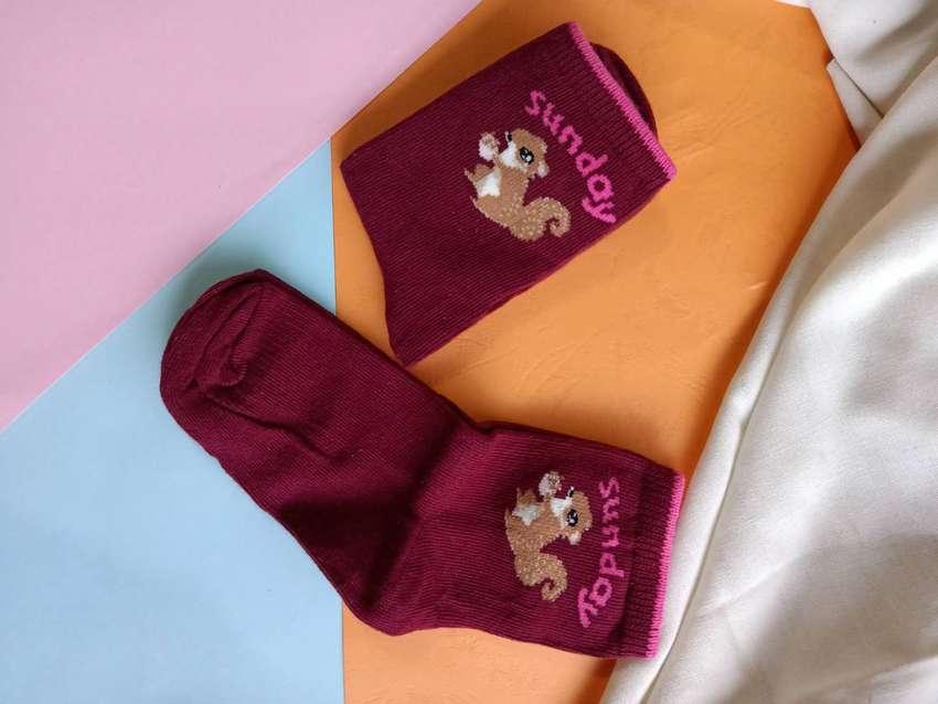 Kaos kaki anak motif tupai lucu warna maroon 0