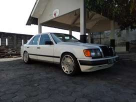 Mercedes Benz Boxer 300E 1987 list becak