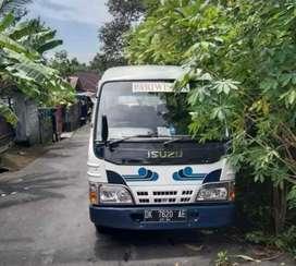 Minibus ELF IZusu