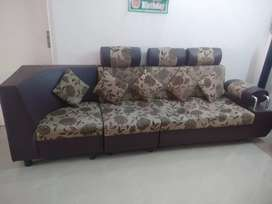 L Shaped Sofa with 5 pillows