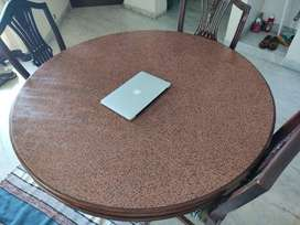(गोल टेबल) Round Table with State-of-the-Art Carving and Strong Chairs