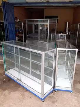etalase kaca display 1,5 meter kuat / kokoh sudah ada rodanya