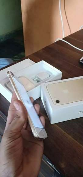 I phone 7 gold colour with iOS version