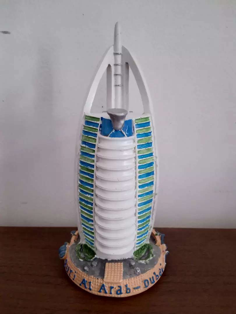 Miniatur Burj Al Arab Menara Dubai Uni Emirat Arab Koleksi Traveling