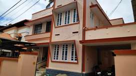 INDEPENDENT HOUSE IN VAZHUTHACADU FOR OFFICE PURPOSE  35000