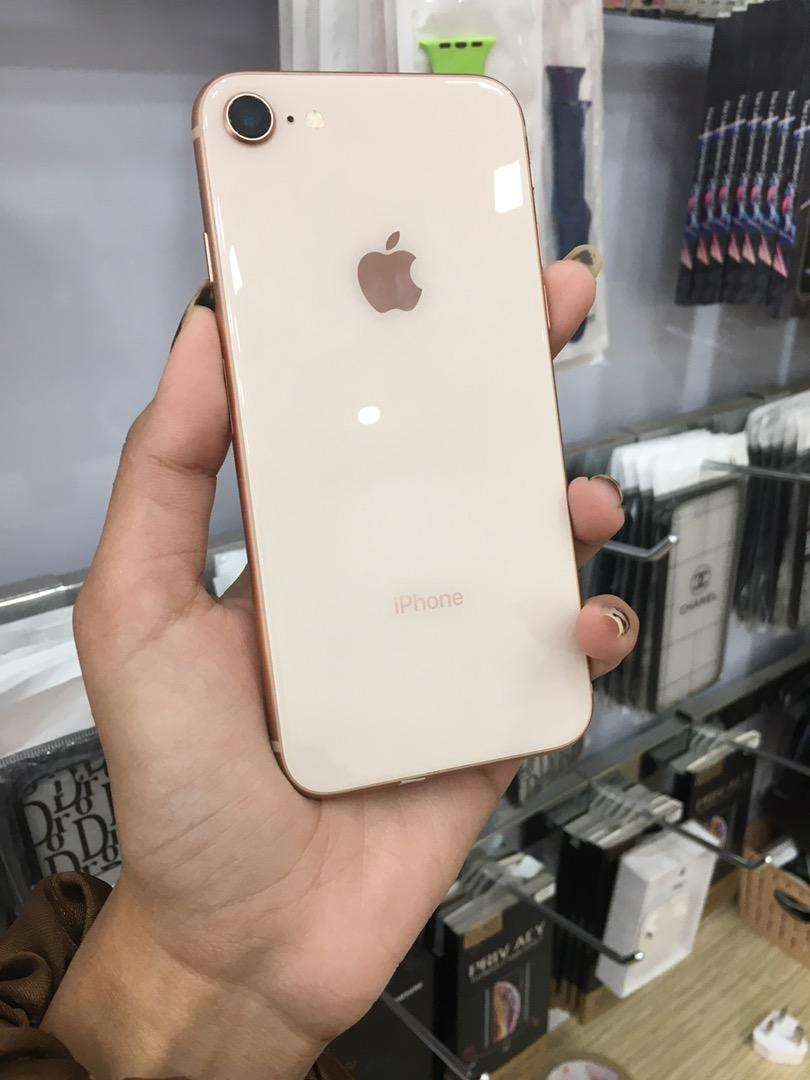 Iphone 8 64GB gold 0