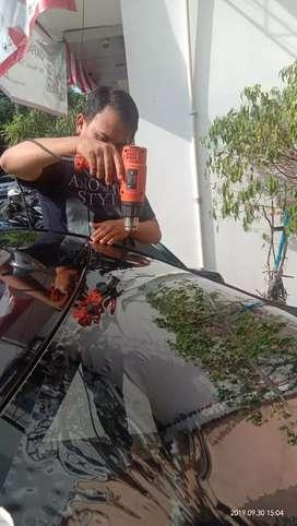Teknisi kaca film mobil dan gedung