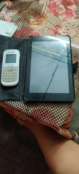 Dell tab, old model with Samsung phone at Rs 1000