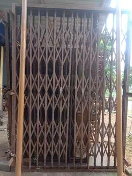Chenal gate