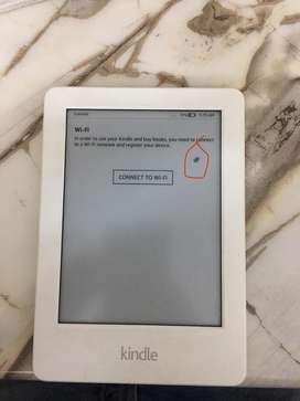 Kindle E Reader (2016) model with reading ligjt