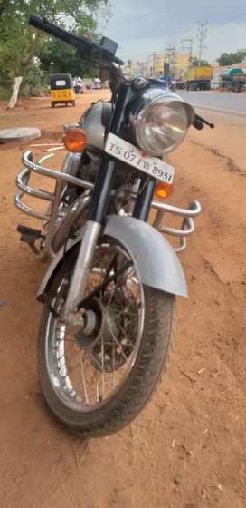 Royal Enfield Classic 350 CC BS IV, Silver color vehicle for sale