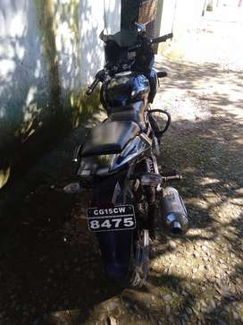 Pulsar 220 very good condition bard new front and rear tayr Betry