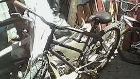 Sepeda polygon hitam