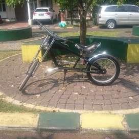 Sepeda chopper hitam