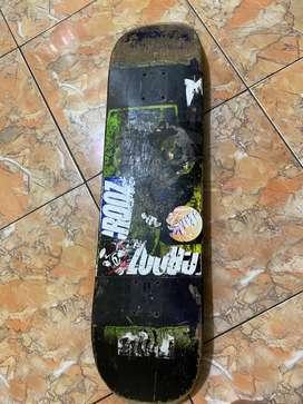 papan skateboard merek creature bekas
