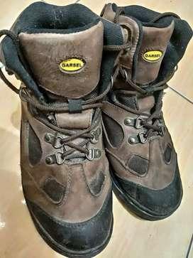 Sepatu Hiking / Sepatu Gunung Merk Garsel