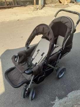 Stroller kembar atau kakak adek