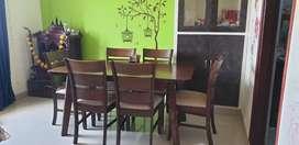 Damro 6 seater dining table