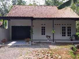rumah baru renovasi siap huni halaman luas dan asri
