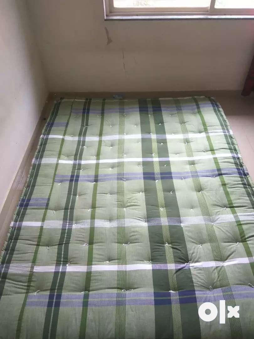 Queen size mattress to sell. 5 × 6.5 feet 0