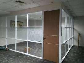 Pemasangan sekat kaca kantor