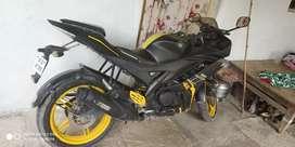 R15 v2 good condition bike new tyres 15days agoo
