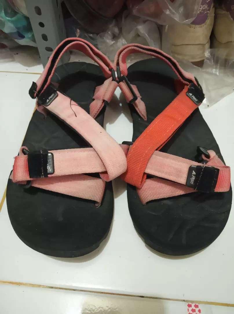 gopelgoten shop lapak barang bekas murah jual sandal gunung rei 0