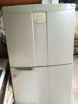 Mitsubishi japan No frost Good Condetion fridge for Sale