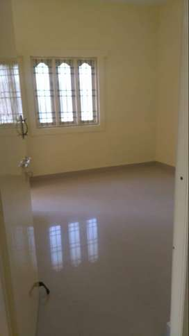 2bhk apt with car parking , backside of school madambakkam