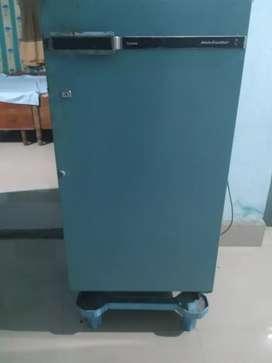 Godrej fridge 4000/-