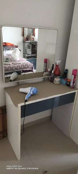 Dressing table glass
