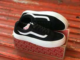 Sepatu vans old skool mono black