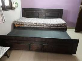 Diwaan cum bed with box (only for delhi buyers)
