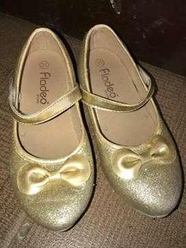 Sepatu pesta anak perempuan