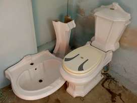 Bathroom set commode and wash basin imported